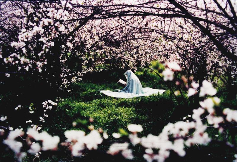 http://mojezeienamaz.parsiblog.com/PhotoAlbum/dostane71/namazezan.jpg